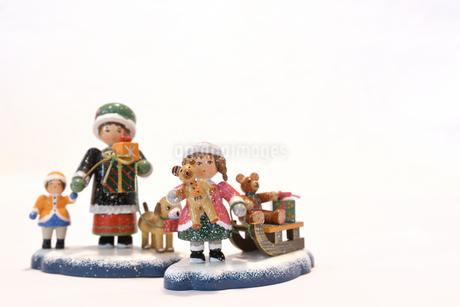 陶器のクリスマスの置物 クリスマスカード用写真の写真素材 [FYI03422970]