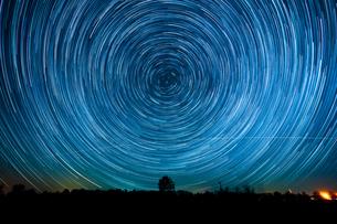 星の軌跡の写真素材 [FYI03423238]