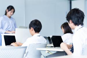 授業中の中学生の写真素材 [FYI03423361]