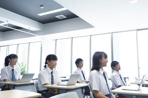 授業中の中学生の写真素材 [FYI03423373]