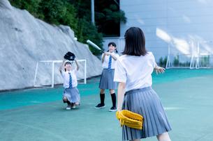 野球をする中学生の写真素材 [FYI03423446]