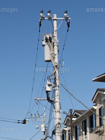 電線と電柱の写真素材 [FYI03424237]
