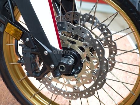 オートバイの前輪の写真素材 [FYI03424264]