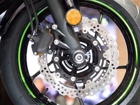 オートバイの前輪の写真素材 [FYI03424265]