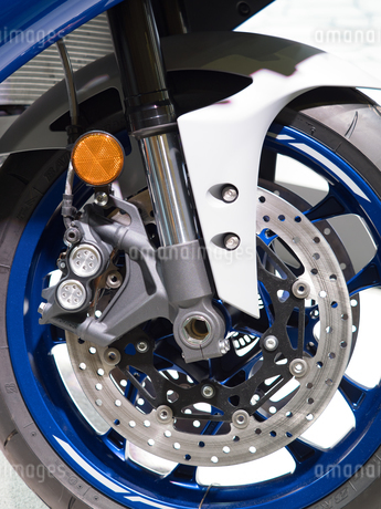 オートバイの前輪の写真素材 [FYI03424266]