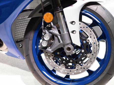 オートバイの前輪の写真素材 [FYI03424267]