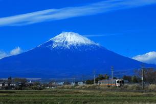 御殿場線313系と富士山の写真素材 [FYI03424723]