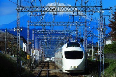 小田急ロマンスカーVSEの写真素材 [FYI03424765]