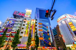東京,秋葉原電気街の夜景の写真素材 [FYI03424943]