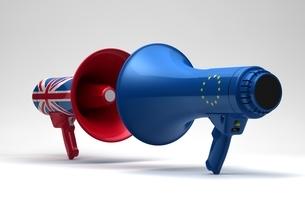 英国国旗のメガホンとEU国旗のメガホンの写真素材 [FYI03426598]