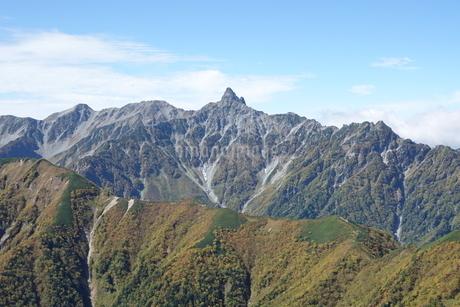 常念山脈から見た槍ヶ岳の写真素材 [FYI03426916]