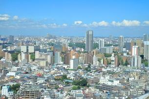 高層マンション群と住宅街の写真素材 [FYI03427002]