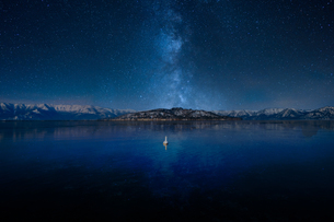 天の川と湖の写真素材 [FYI03427209]