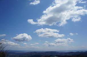 筑波山山頂より見た雲と山の風景の写真素材 [FYI03427461]