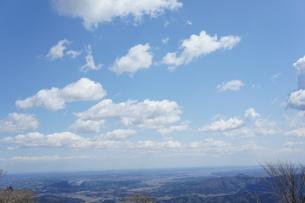 筑波山山頂より見た雲と山の風景の写真素材 [FYI03427464]