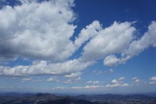 筑波山山頂より見た雲と山の風景の写真素材 [FYI03427473]