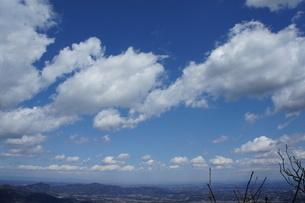 筑波山山頂より見た雲と山の風景の写真素材 [FYI03427474]