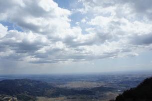 筑波山山頂より見た雲と山の風景の写真素材 [FYI03427475]