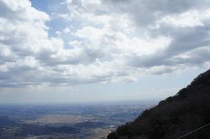 筑波山山頂より見た雲と山の風景の写真素材 [FYI03427477]