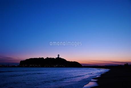 江の島のマジックアワーの写真素材 [FYI03427518]