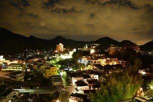 伊豆長岡温泉郷の夜景の写真素材 [FYI03427525]