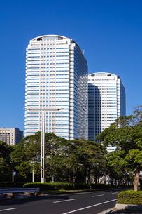 幕張メッセから海浜幕張駅まで続く幕張新都心の高層ビル群の写真素材 [FYI03427647]
