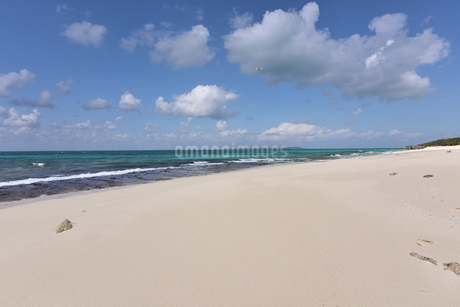 宮古島/来間島・長間浜ビーチの11月の風景の写真素材 [FYI03427656]
