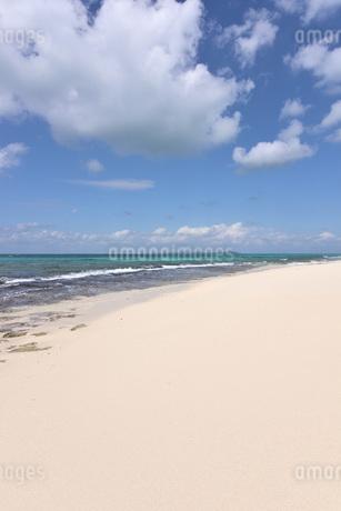 宮古島/来間島・長間浜ビーチの11月の風景の写真素材 [FYI03427657]