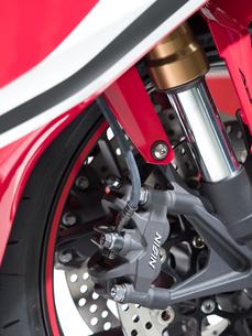 オートバイの前輪の写真素材 [FYI03427882]