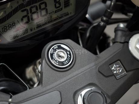 オートバイのイグニッションキーの写真素材 [FYI03427887]