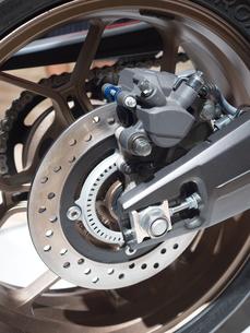 オートバイの後輪の写真素材 [FYI03427888]