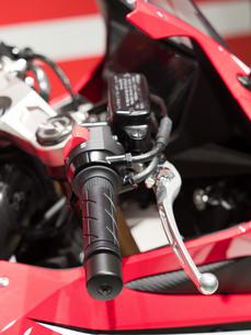 オートバイのハンドルの写真素材 [FYI03427894]