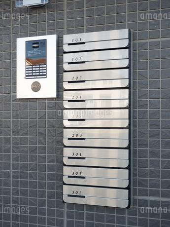 集合住宅の玄関 の写真素材 [FYI03428037]
