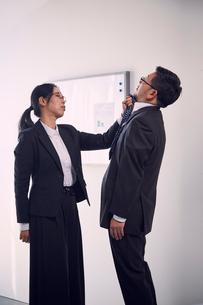 部下に手を出す女上司の写真素材 [FYI03428099]