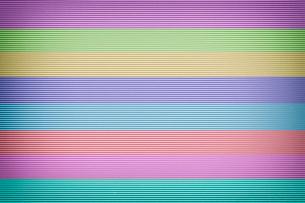 カラフルな波型ボール紙の写真素材 [FYI03428149]
