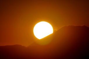 富士山に沈む夕陽の写真素材 [FYI03428463]