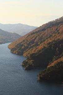 秋の奥只見湖の写真素材 [FYI03428514]