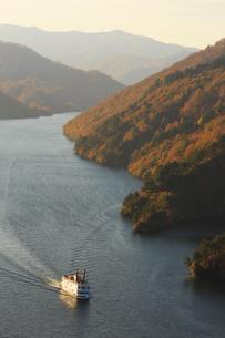 秋の奥只見湖の写真素材 [FYI03428518]