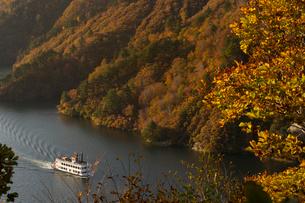 秋の奥只見湖の写真素材 [FYI03428520]