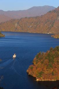 秋の奥只見湖の写真素材 [FYI03428524]