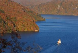 秋の奥只見湖の写真素材 [FYI03428526]