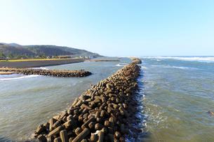 海辺のテトラポットの写真素材 [FYI03428662]