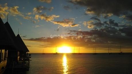ニューカレドニアの夕焼けの写真素材 [FYI03428946]