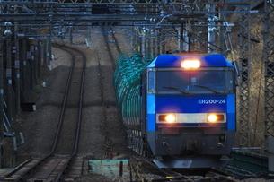 EH200がけん引する中央線貨物列車の写真素材 [FYI03429033]