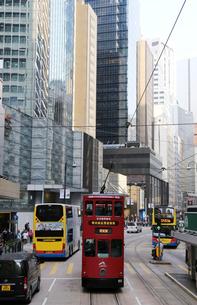 路面電車トラム。香港の庶民の足。の写真素材 [FYI03429075]