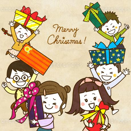 クリスマスプレゼントとこどもたち イラストのイラスト素材 [FYI03429155]