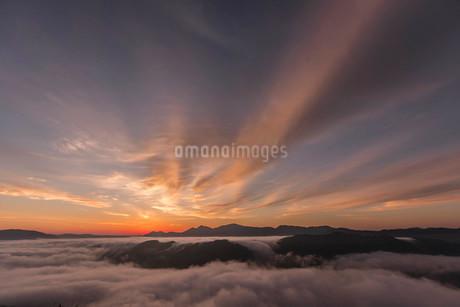 荒谷山からの朝日の写真素材 [FYI03429168]
