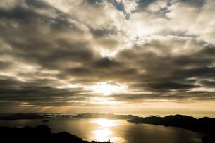 瀬戸内海の光芒の写真素材 [FYI03429185]