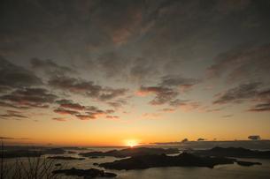 瀬戸内海の夜明けの写真素材 [FYI03429187]