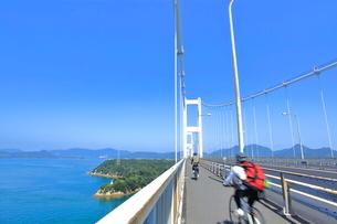 しまなみ海道のサイクリングの写真素材 [FYI03429342]
